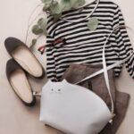 小さめバッグ愛好家に捧ぐポシェット。お出かけ〜旅行で役立つアイテムを夏の装いに