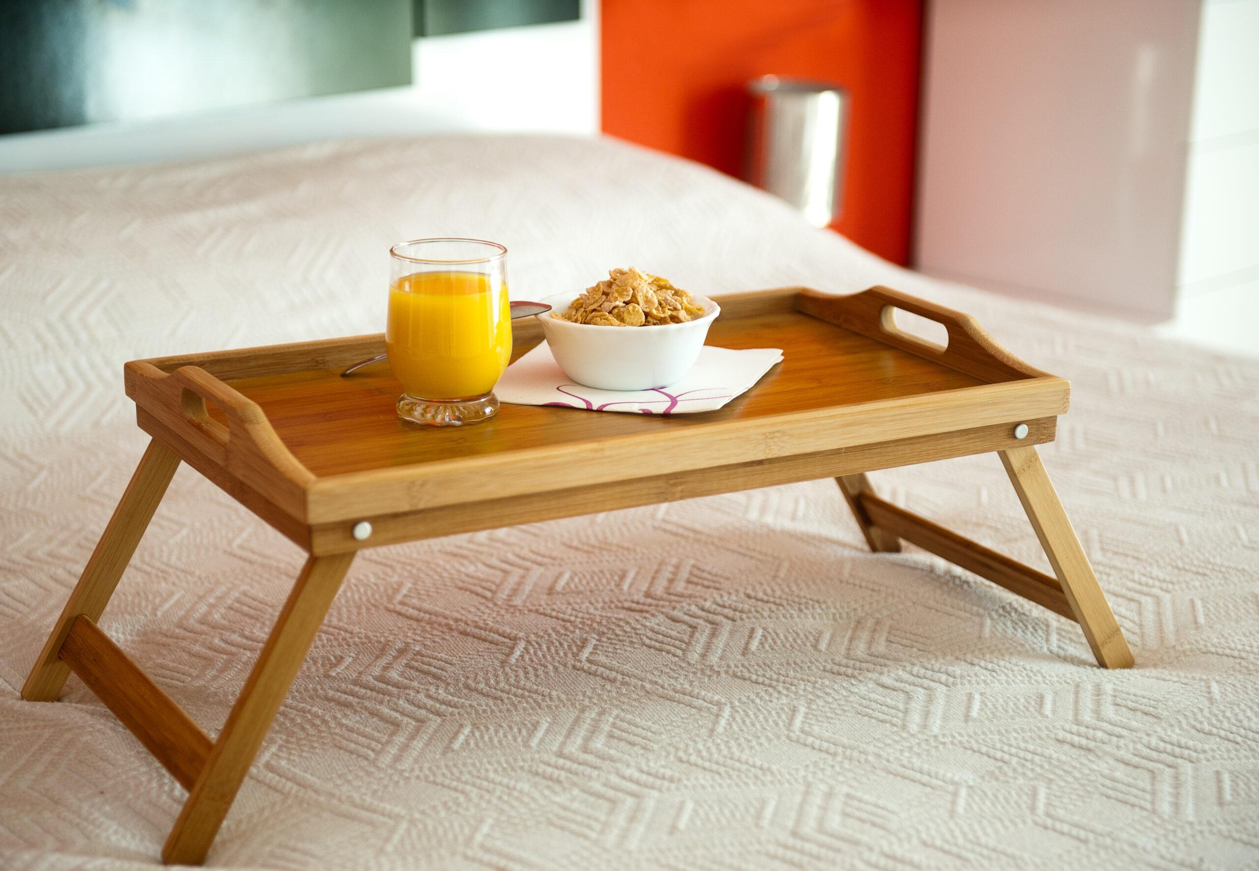 STYLE4|眠りにつく前の手仕事はベッドトレイの上で