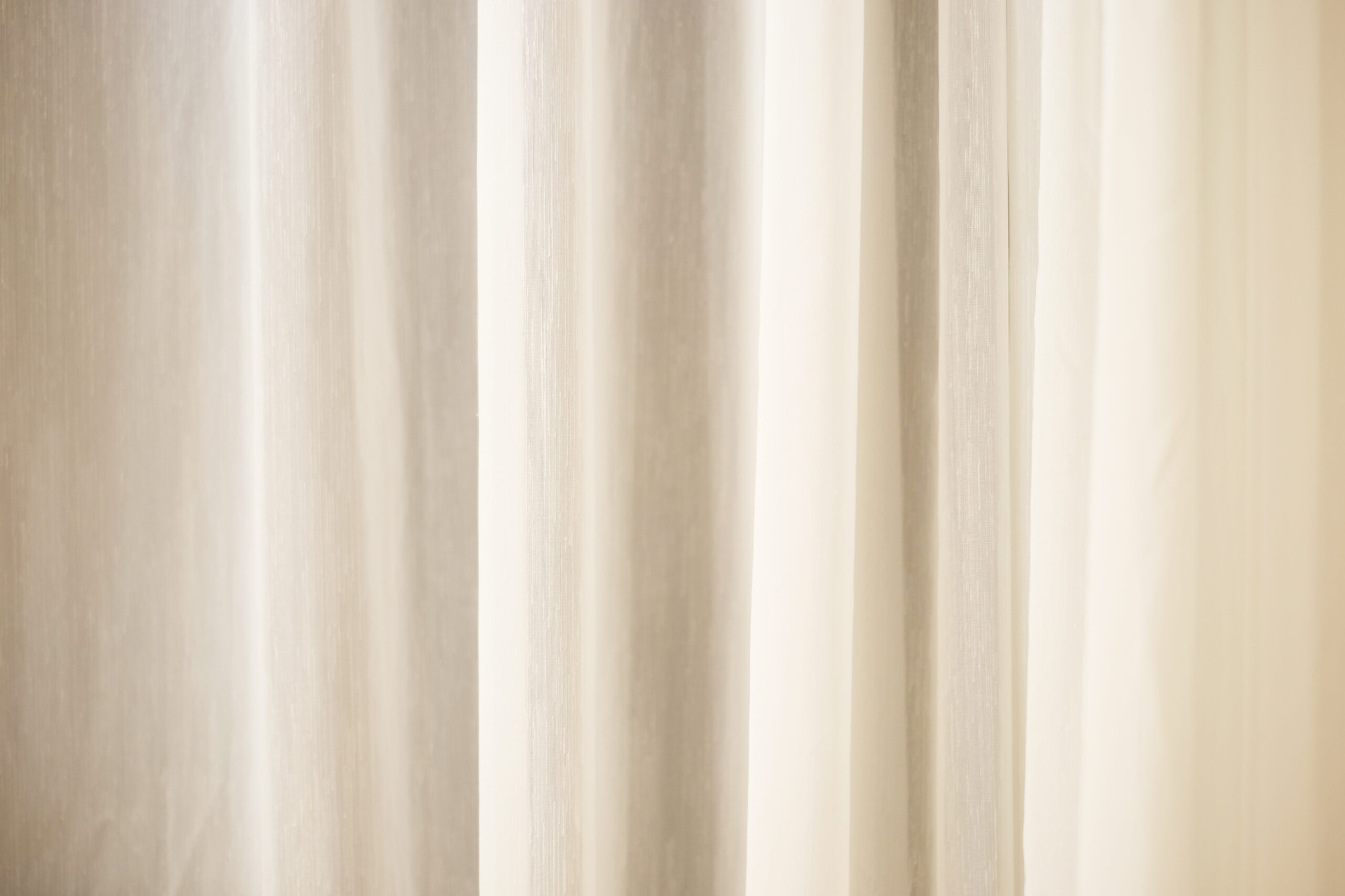 ▶シンプルなデザイン、色のカーテンに