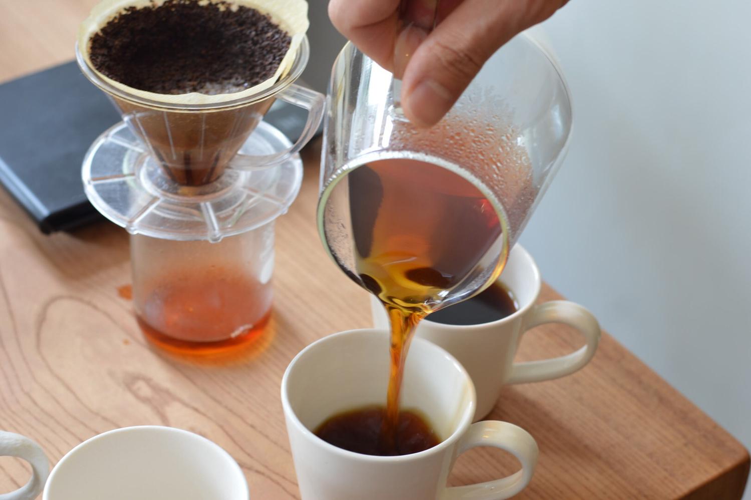 ベランダでコーヒーを淹れる癒やしのひと時を