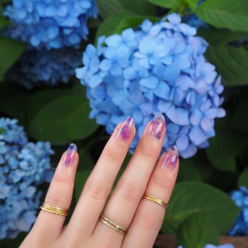 儚い印象の、紫陽花ネイル