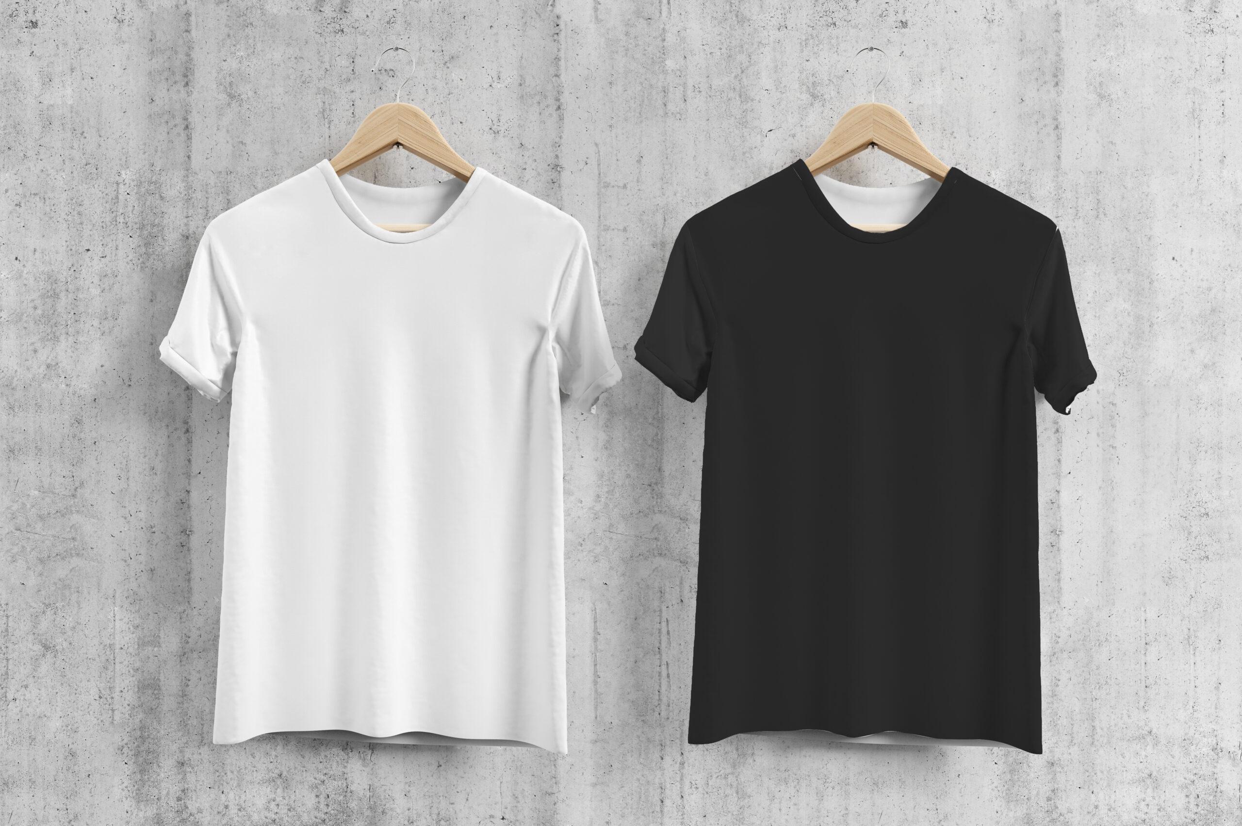 どっちのTシャツをコーデする?