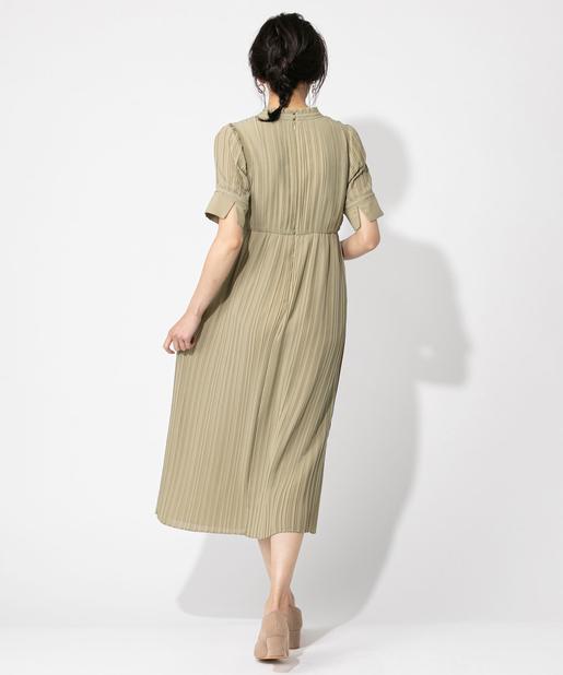 服はフォーマルなワンピースやドレスがgood