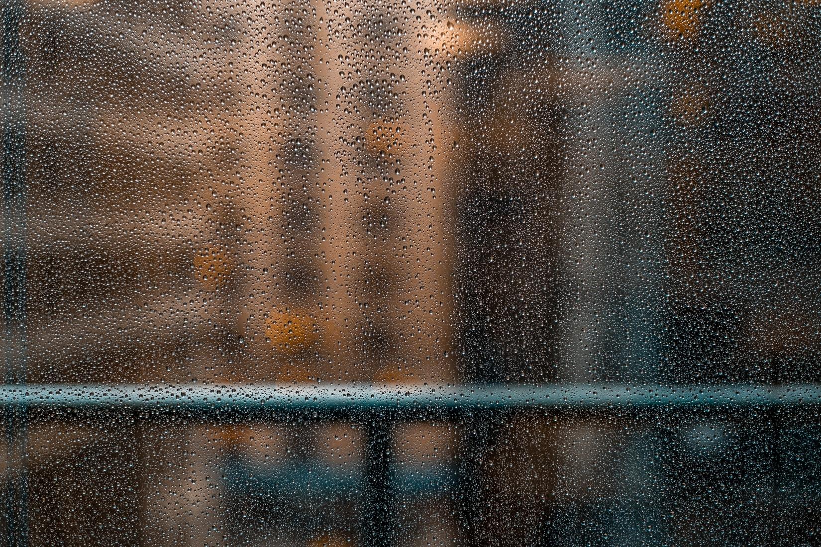 :雨音が登場する映画