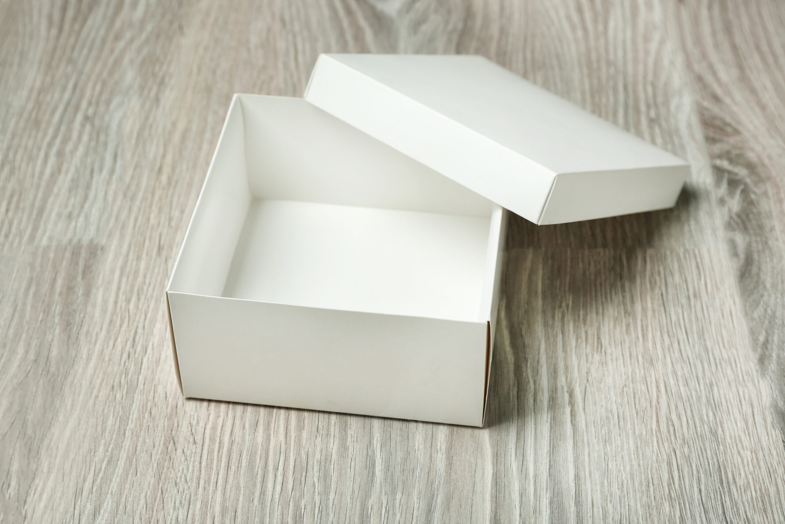 ③箱を使って捕まえる