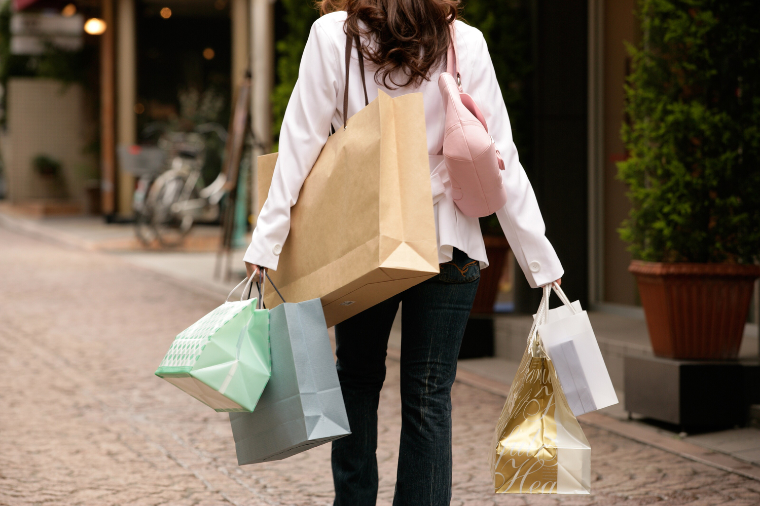 必要のない買い物を控える