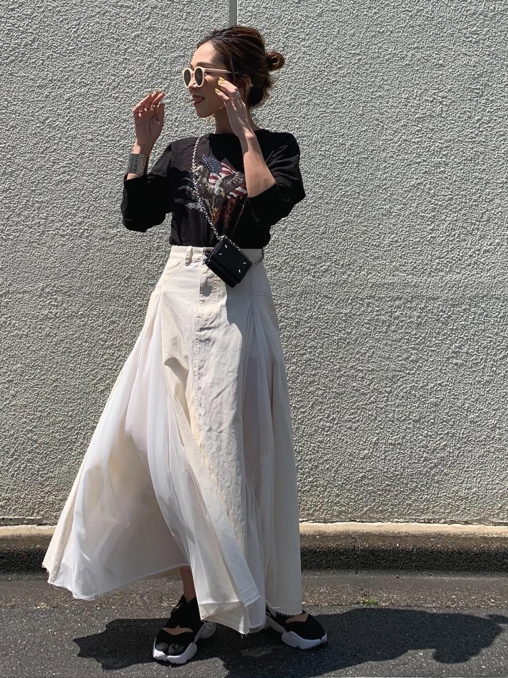1|ホワイト系スカートで甘い大人のコーデ
