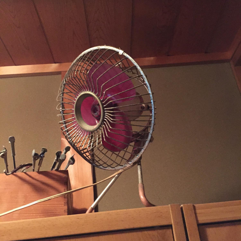1 レトロで印象的な扇風機