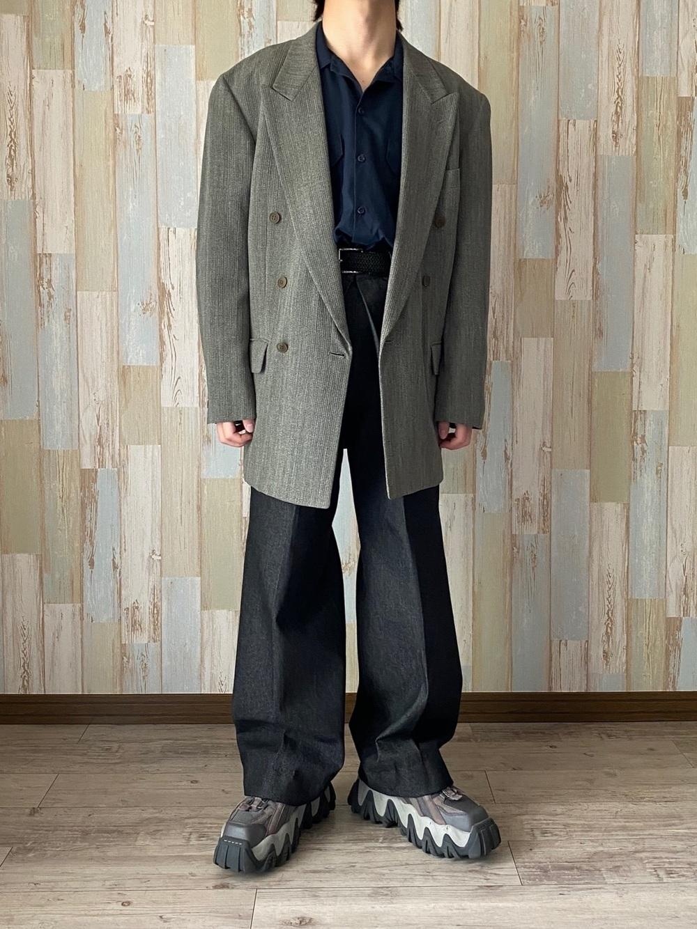 オーバーサイズのジャケットコーデ