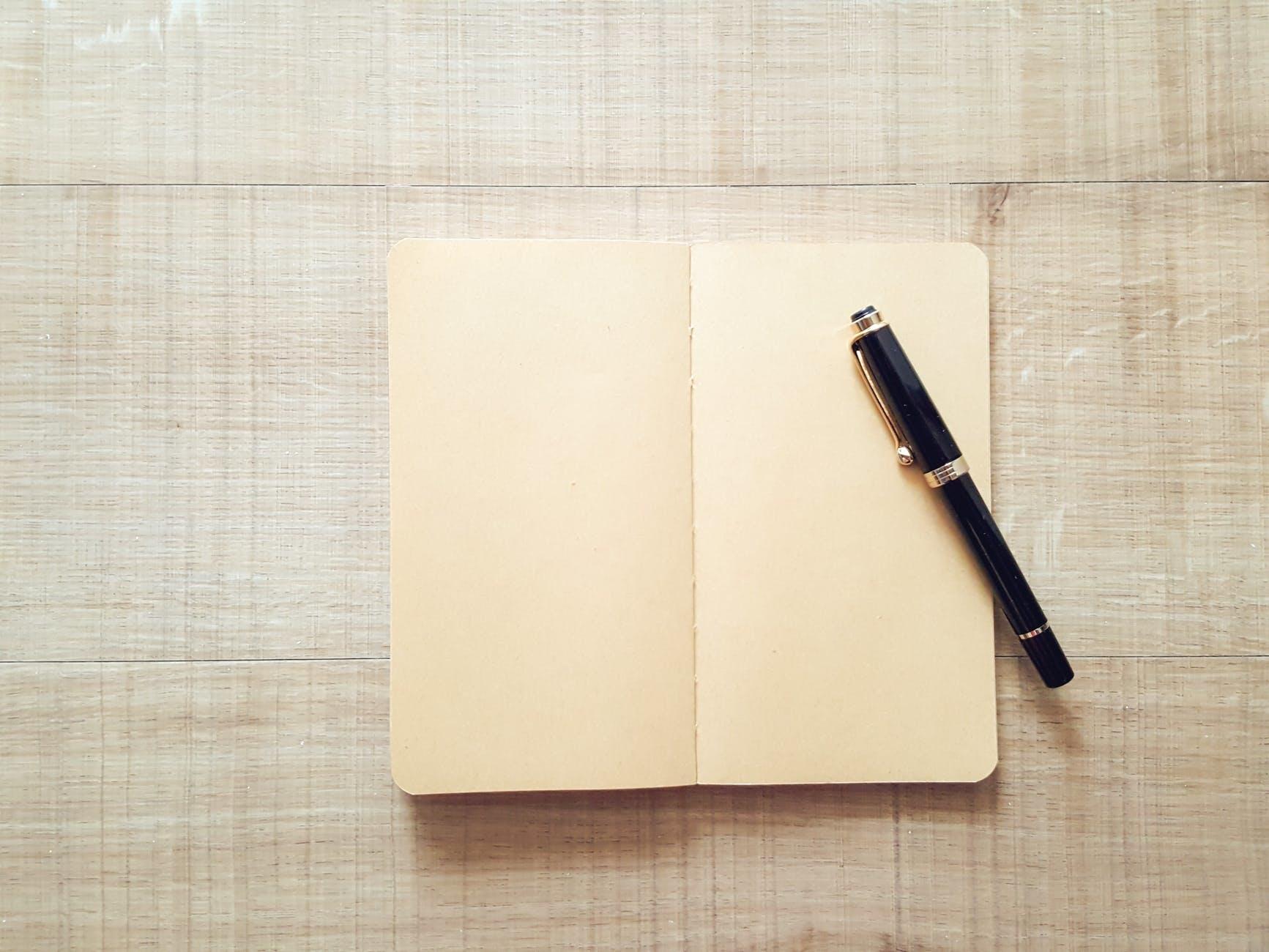 ▶スケジュール帳とペンは必需品!