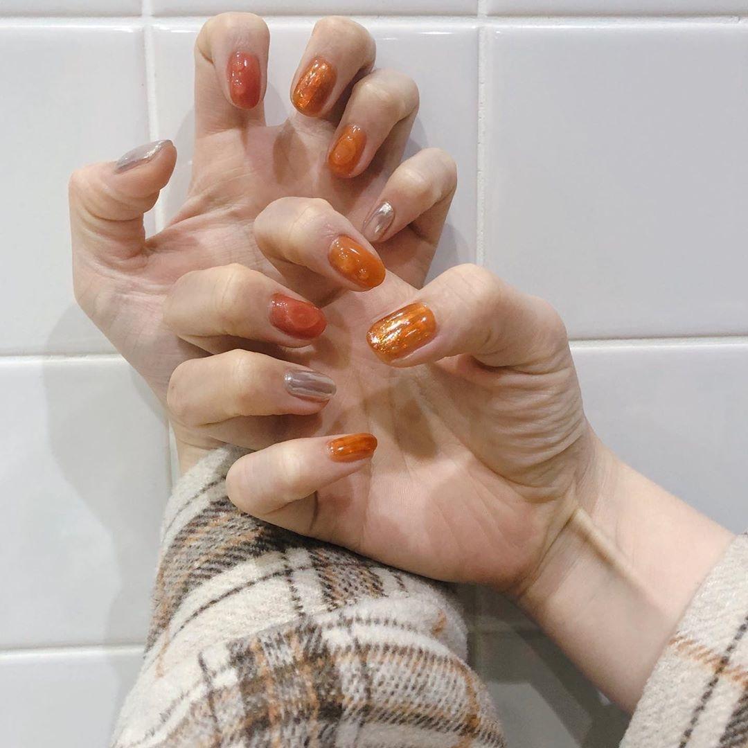 オレンジネイルはミラーネイルと相性抜群!