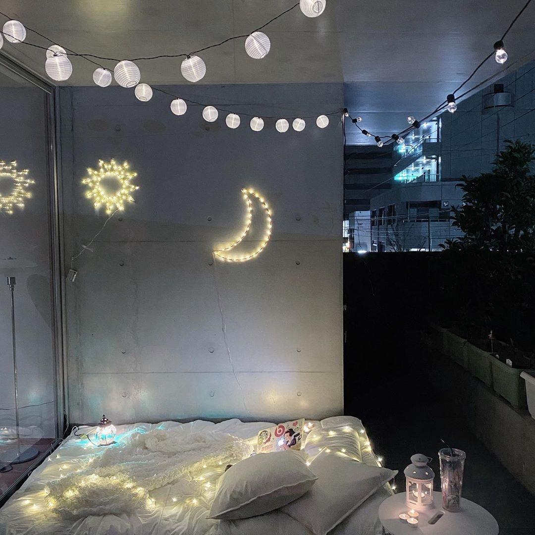 LEDライトを飾ってエモい空間に