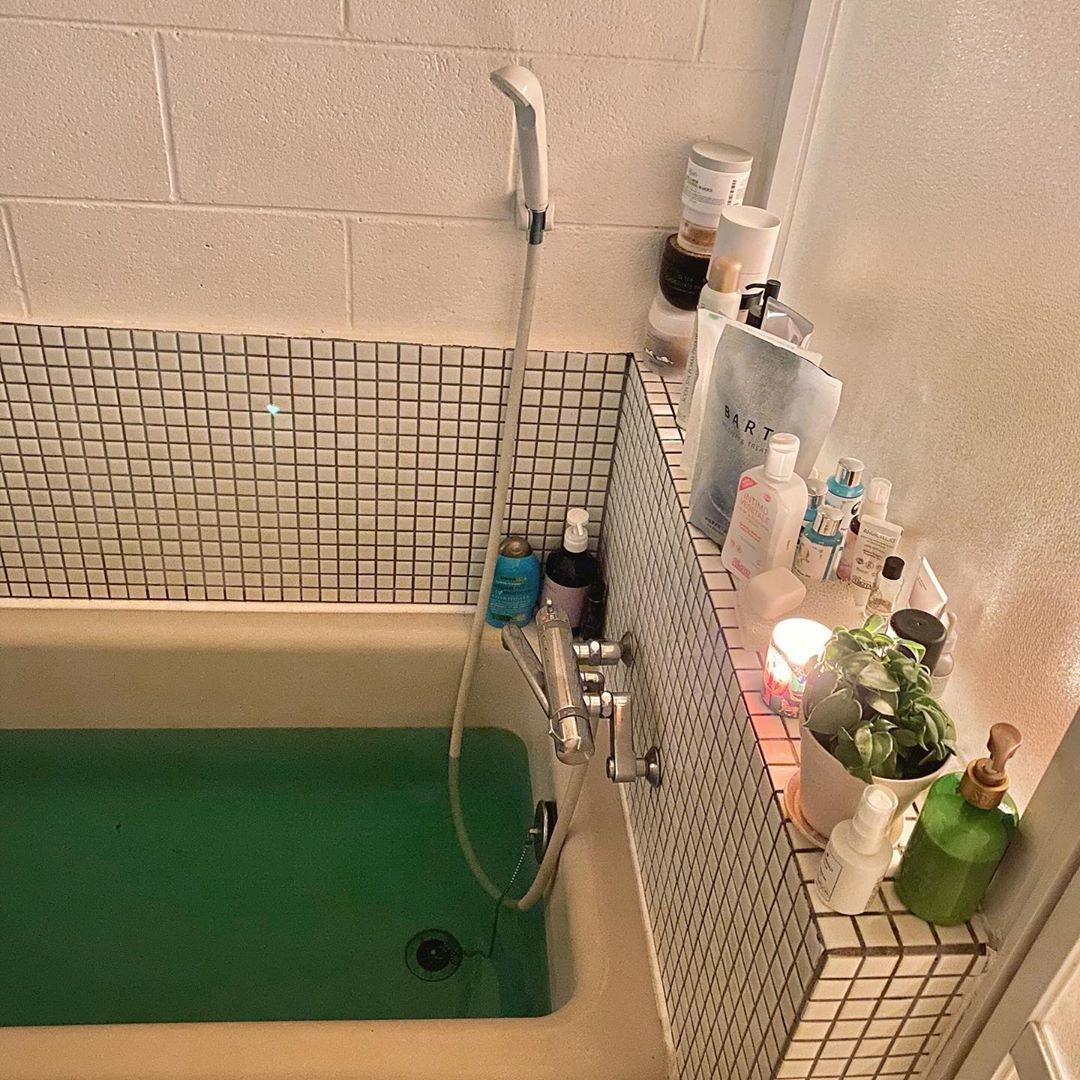 お風呂場のフチを上手に活用して