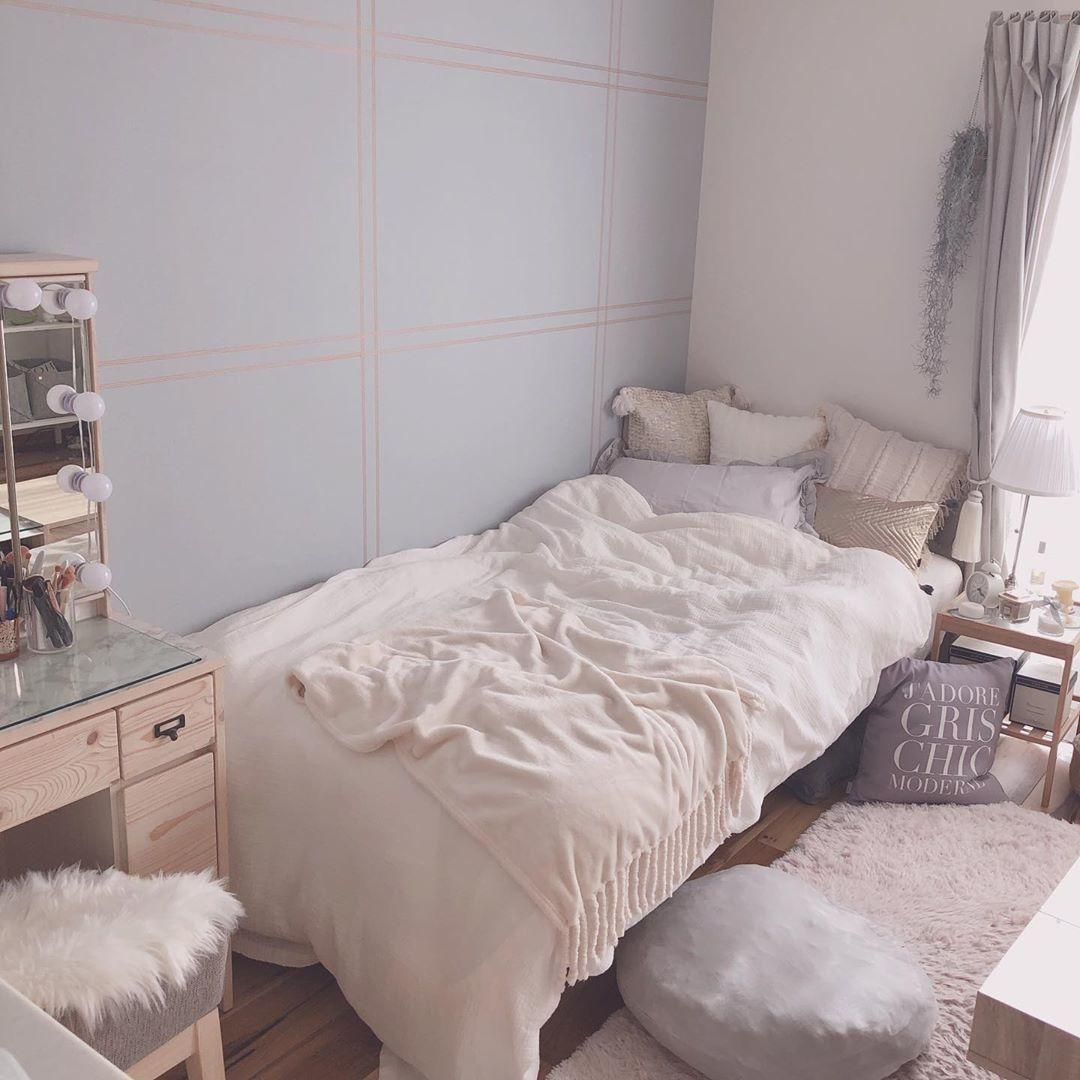 →白壁じゃないお部屋は、差し色と壁を揃えて