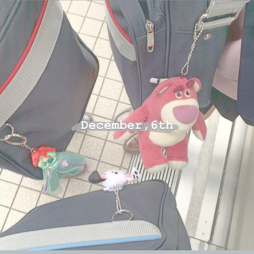 小さめで可愛いショルダーバッグ