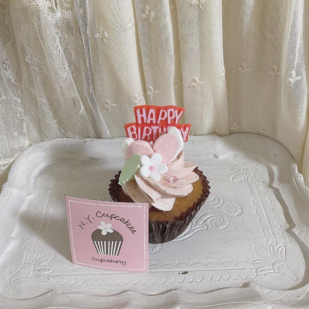 可愛すぎるカップケーキを添えて