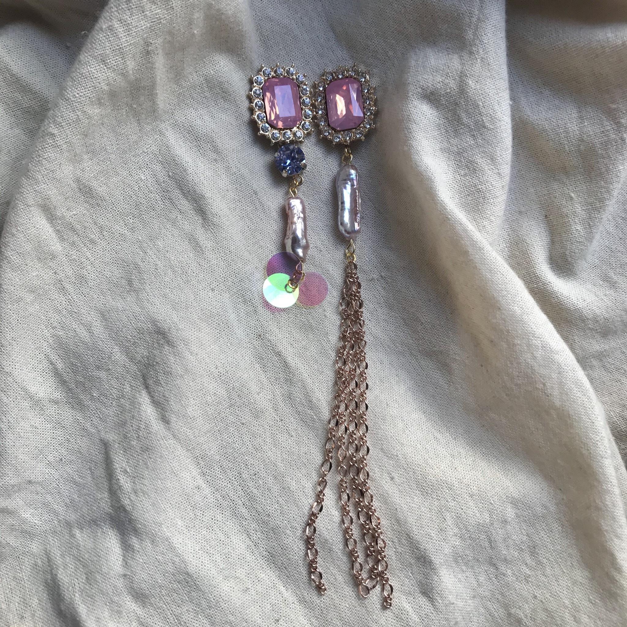 パステルな宝石の耳飾り