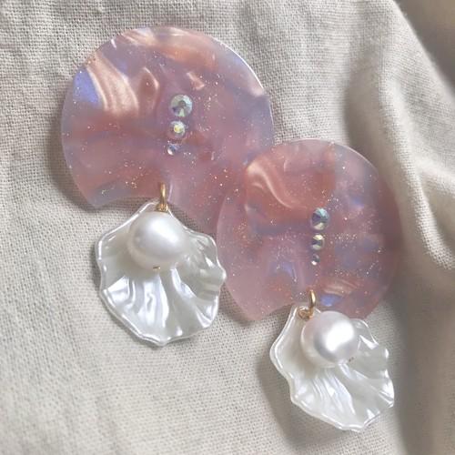 マーブルと真珠の貝がらの耳飾り
