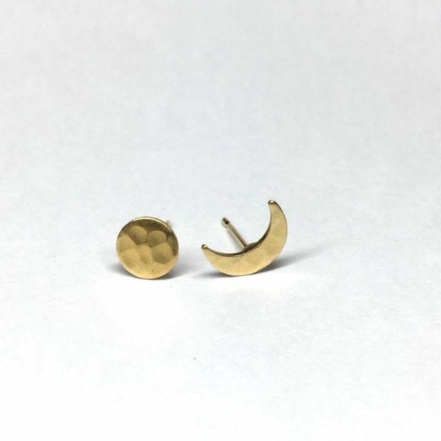 月の満ち欠け(満月と三日月)のピアス