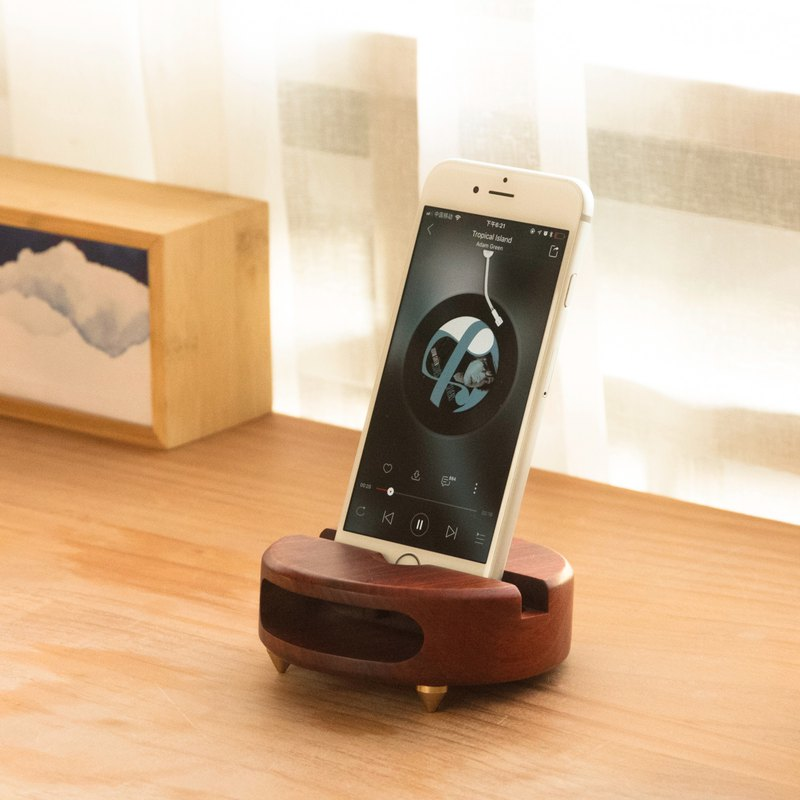 Little monster phone rack loudspeaker