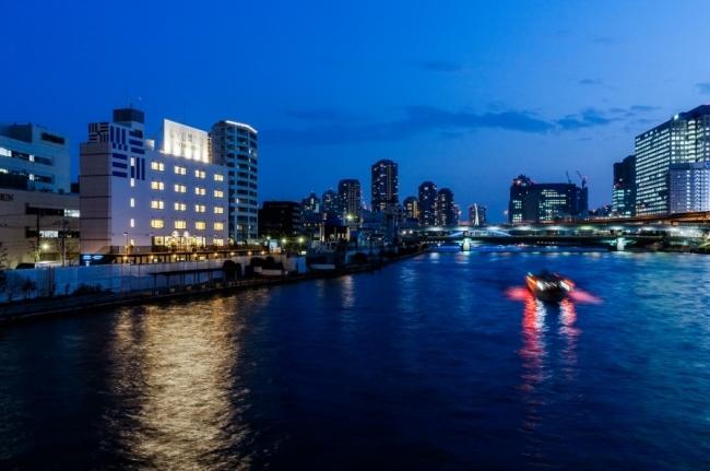 男の子より友達と終電を逃したいin東京。お洒落なホステルで真夜中の女子会を
