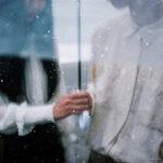 雨模様の空とは反対にドキドキする心。彼と相合傘をする前に準備しておきたいコト