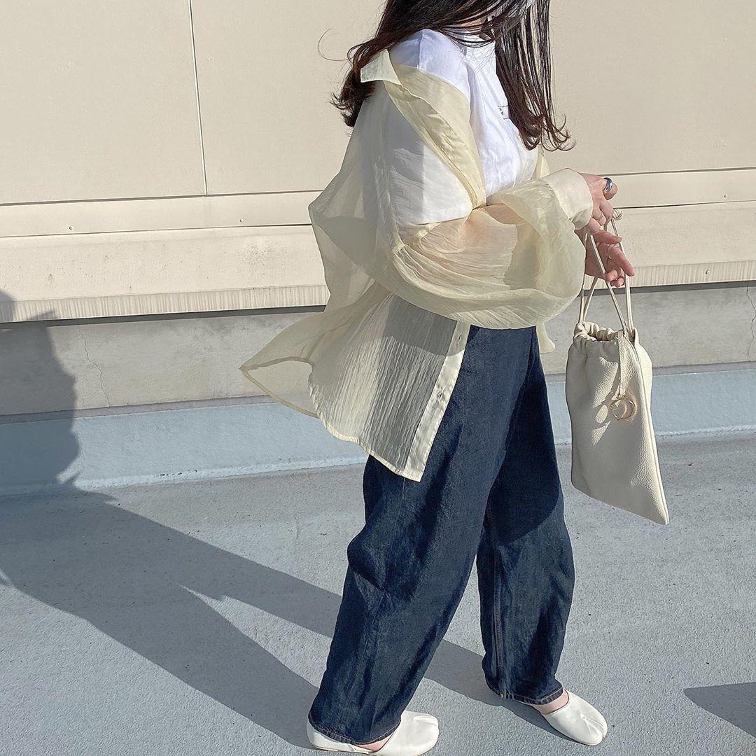 たった2,189円の透け感トップス♡GUの「シアーボリュームスリーブシャツ」とは
