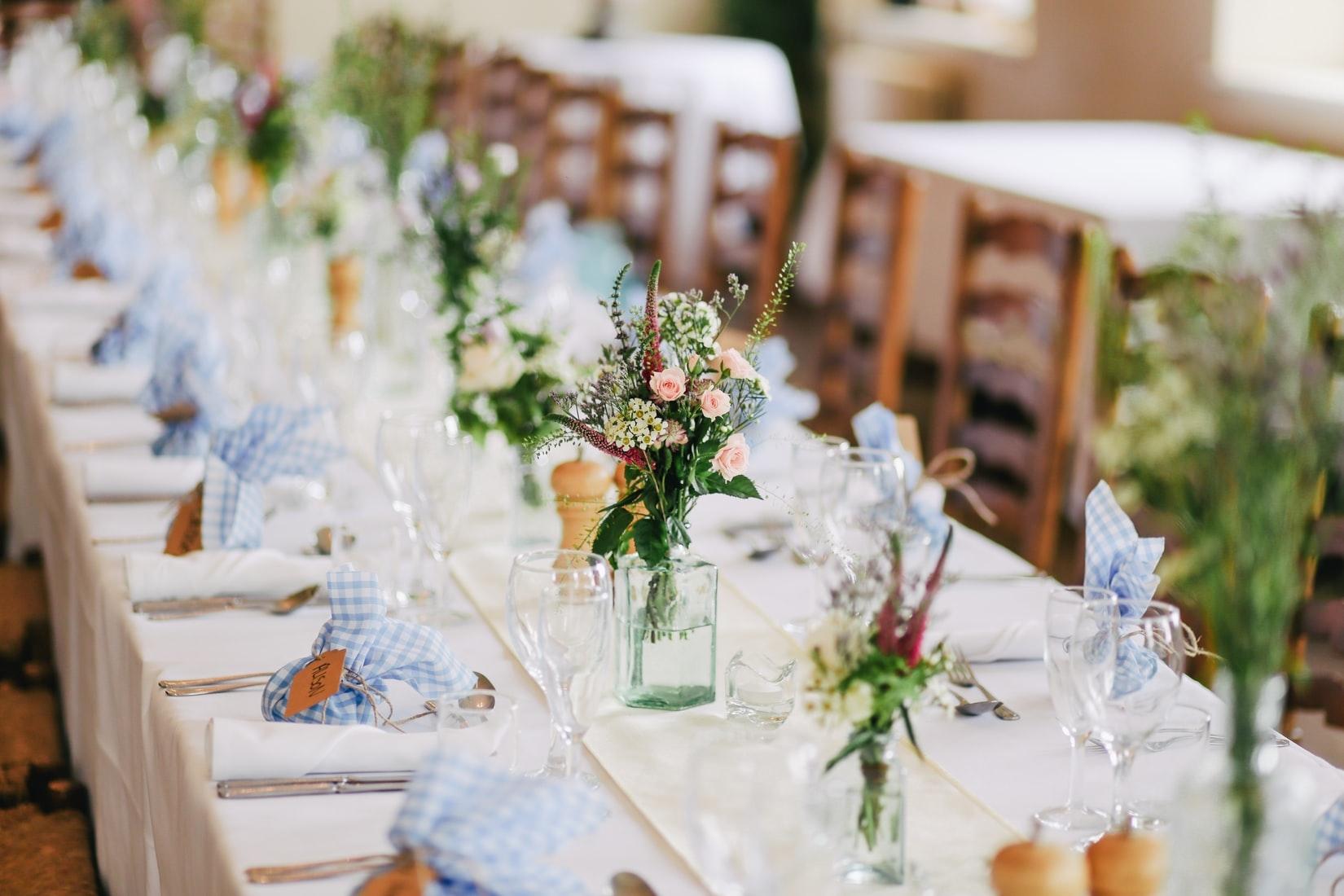 初めて招待された結婚式に緊張!