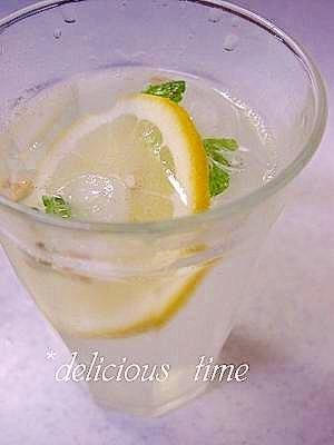 おうちカフェ♪ミント氷でレモンスカッシュ。