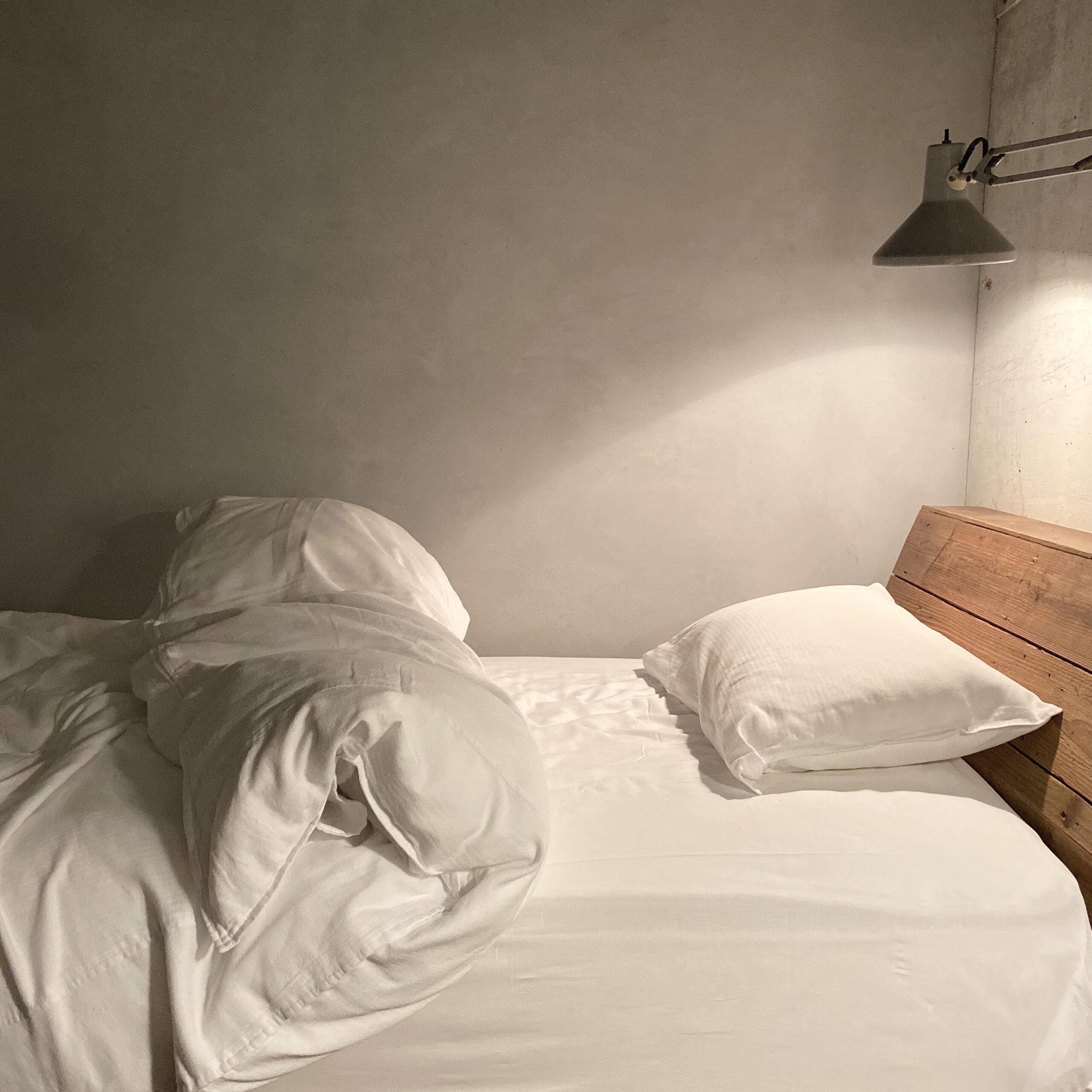 オシャレな私も、ベッドの上では油断してる