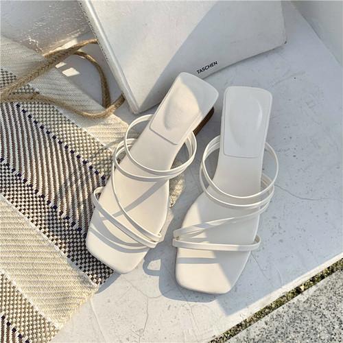 女性らしさをアピールする靴をチョイス