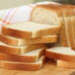 切った食パンが並んでいる