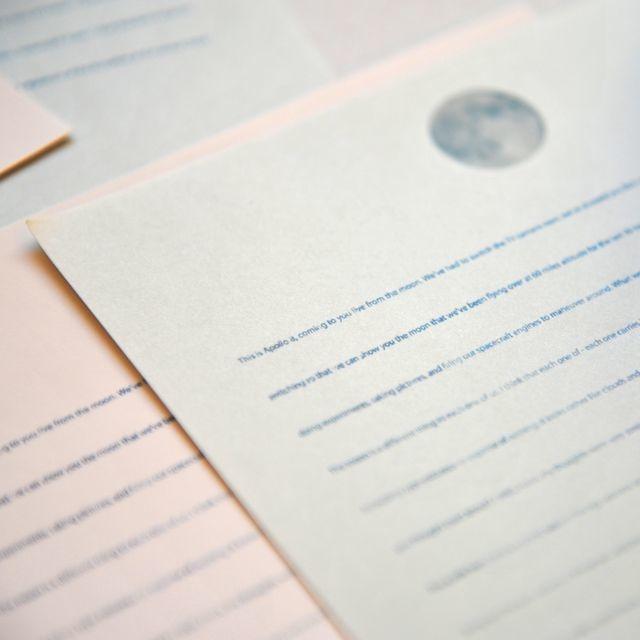 君への想いを綴る、月の絵柄のラブレター