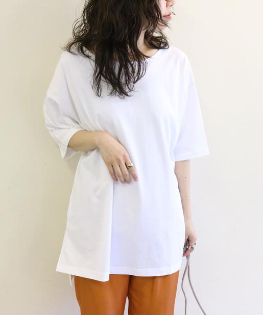 【白シャツ】をおしゃれに着こなすひと工夫