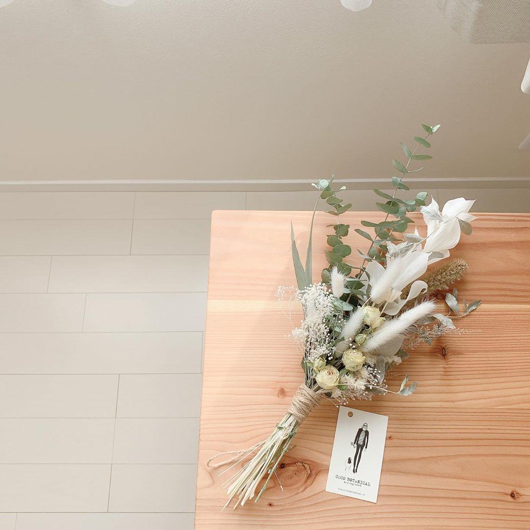 シンプルからカラフルまでお花が揃う
