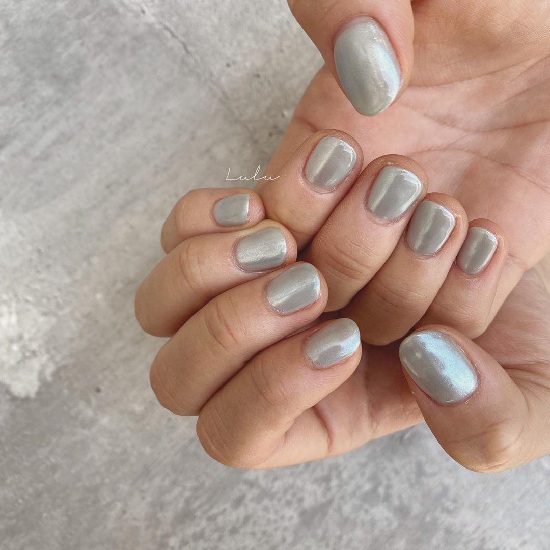 くすみブルー × パールミラーネイル