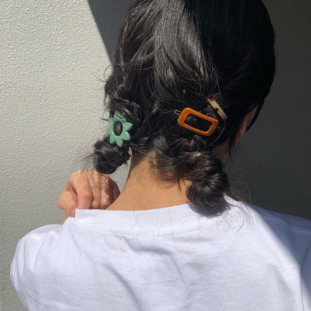 まとめ髪に重ねづけするのがおすすめ
