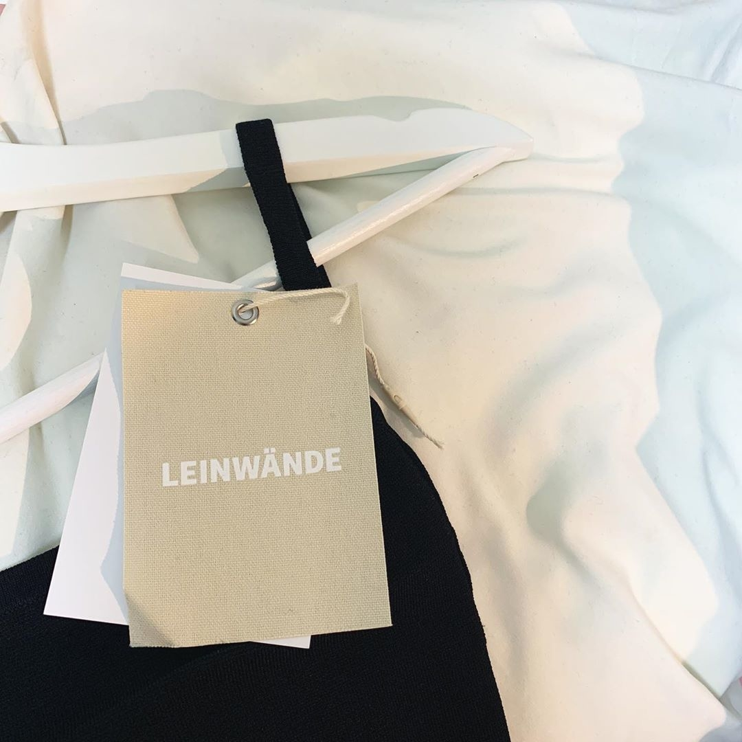 ・|LEINWÄNDE