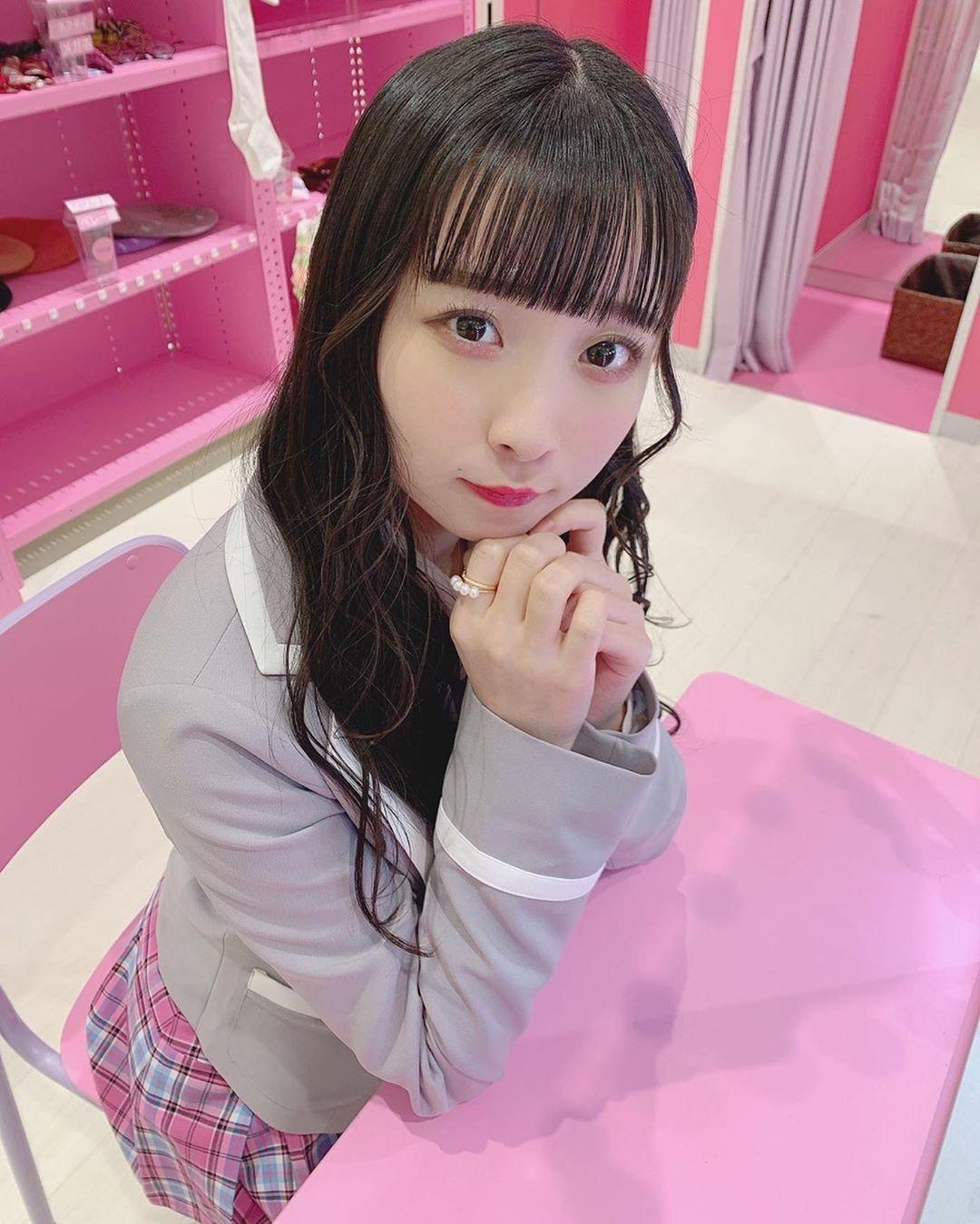 憧れの韓国アイドル風の制服でパシャり