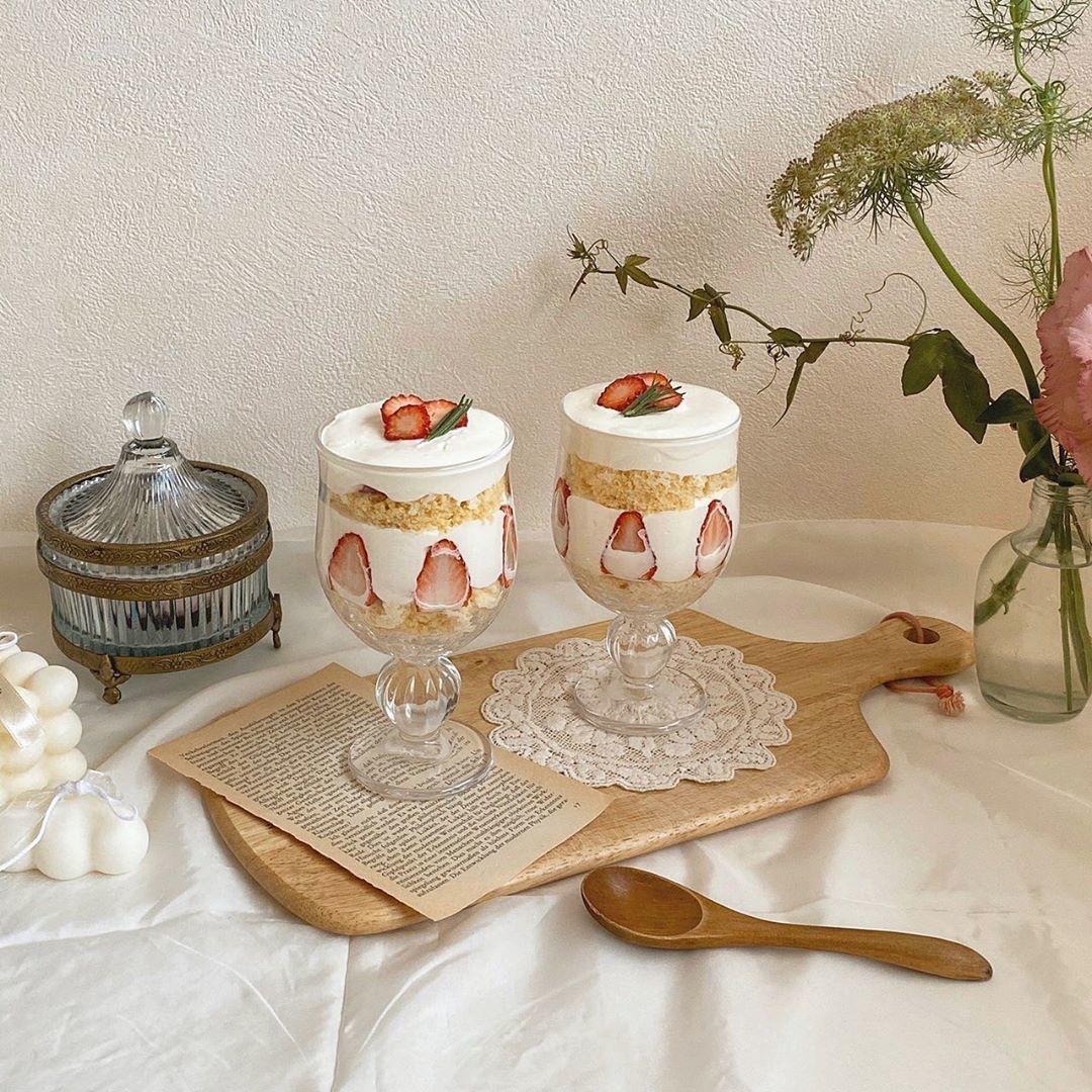 断面が映えるグラスケーキ
