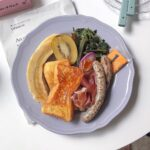 「お皿が白くない時代」の幕開ける音がした。カラフルプレートで彩る朝食のすゝめ