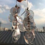 人魚のウロコのように、魅惑的に煌めく。美しく耳を飾るスパンコールイヤリング特集