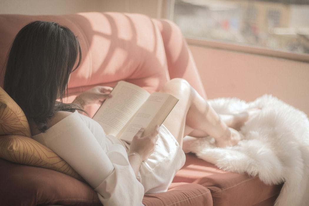 自分と向き合う、実のあるひとときを。美しい本の'読書感想文'を書いてみませんか?