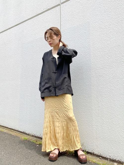 チャイナ風アイテムで作る、大人の洗練コーデ。シンプルなのに垢抜ける着こなし13選