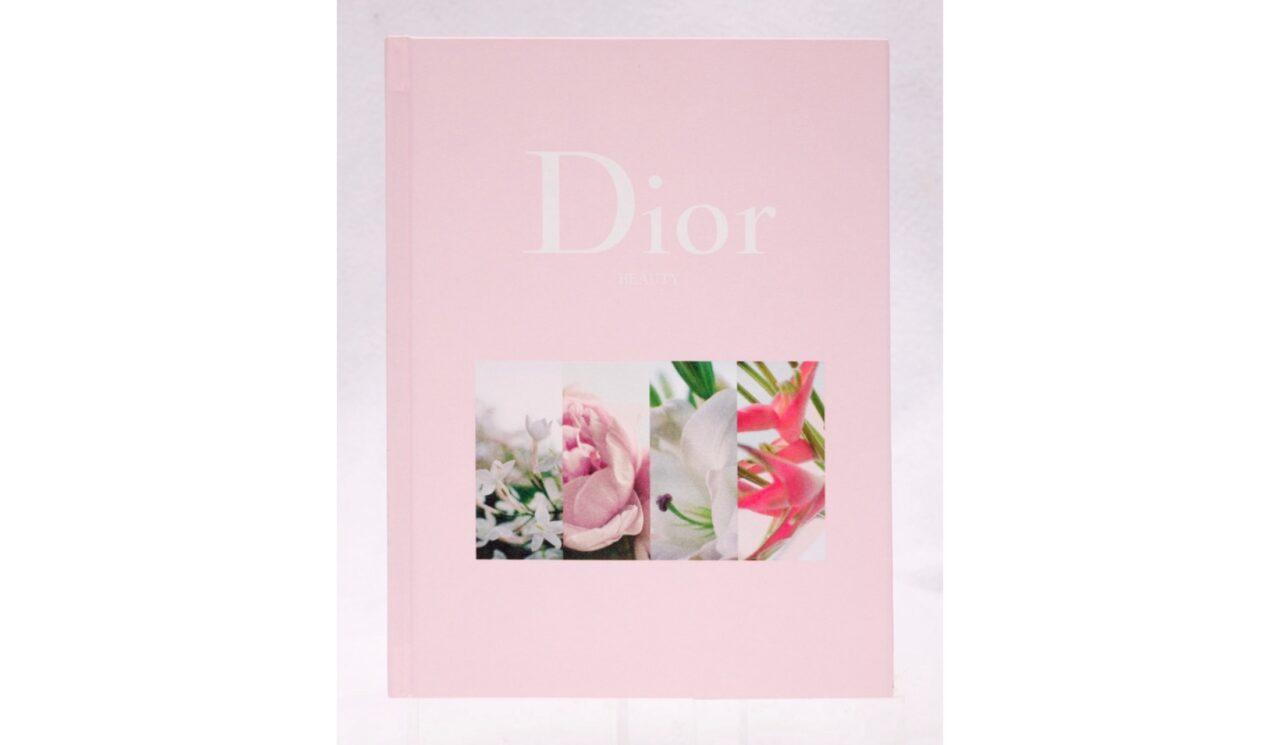 Diorの可愛いピンクのノートが1冊に1つ付いてくる!Oggi9月号が話題です