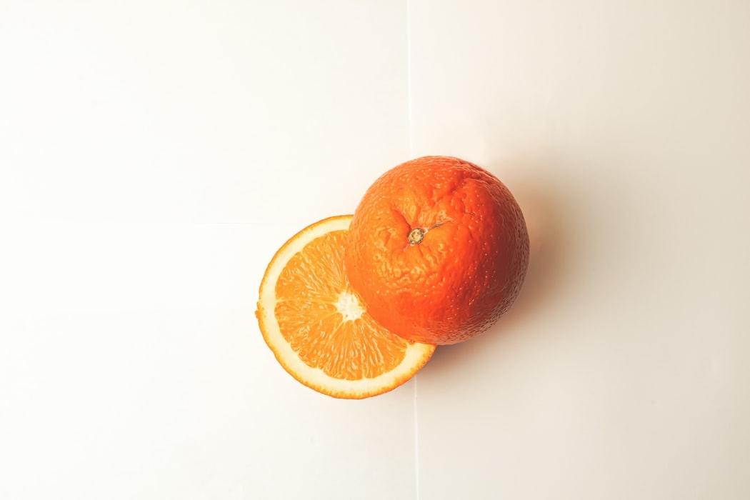 オレンジって派手なイメージ…?