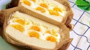 ゆで卵いっぱいのタルタルソースサンドイッチ