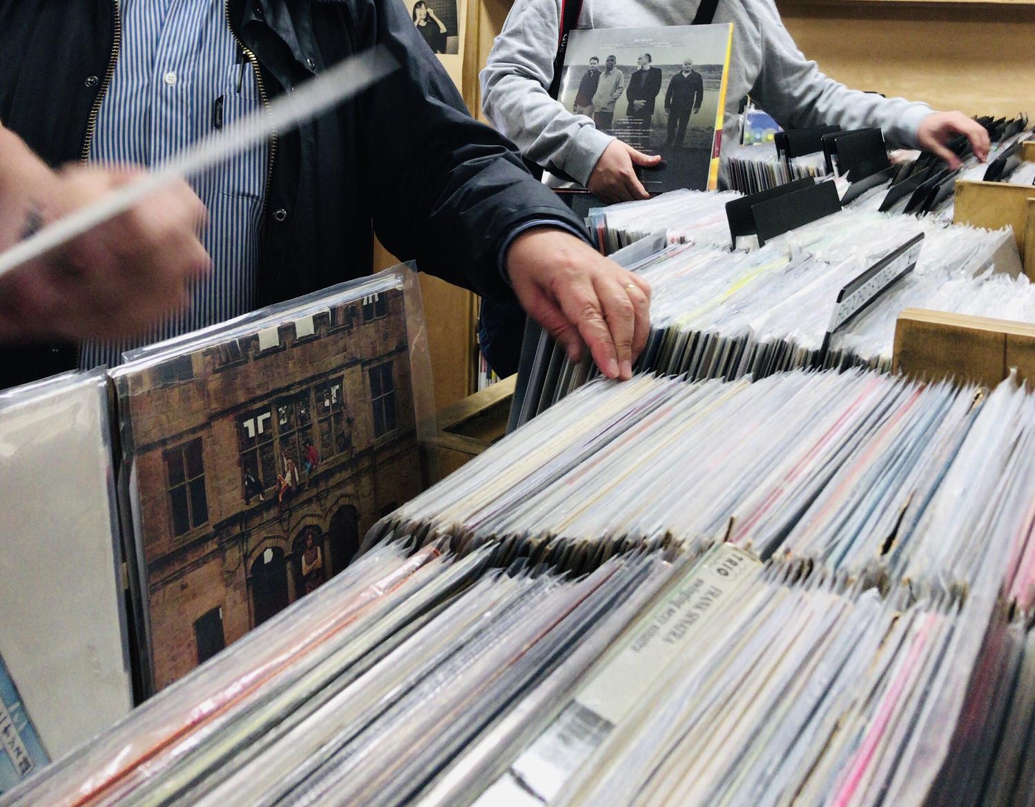 レコードショップでレコードを買おう