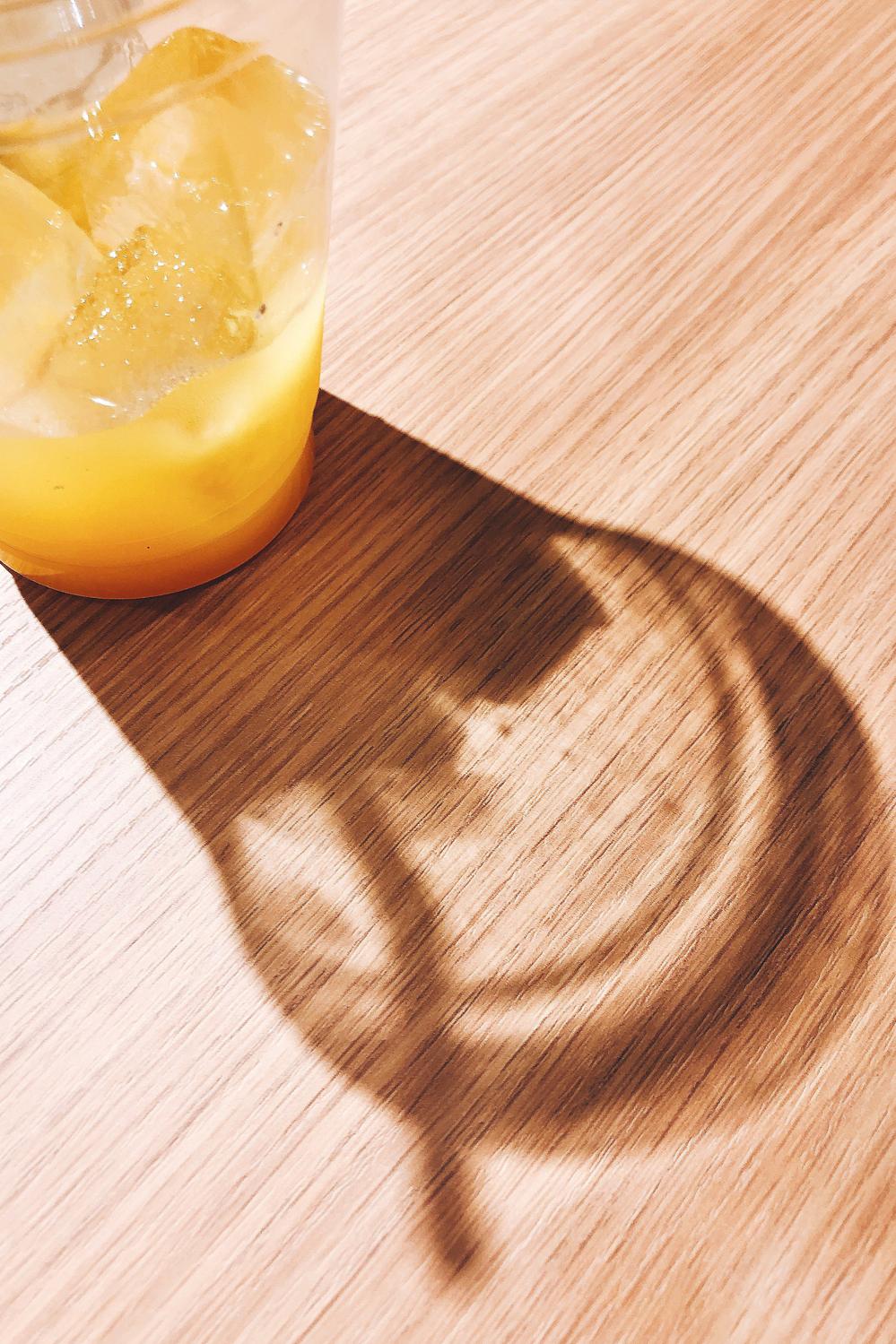 水か柑橘系の飲み物