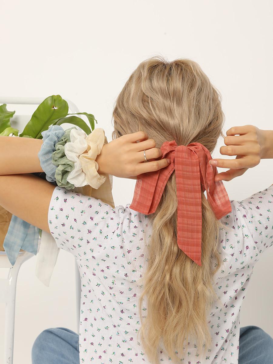 あざとテク5:髪の毛を結んで…